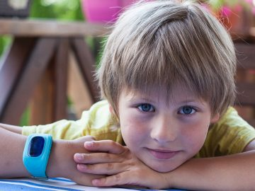 Smart watch or illegal surveillance device? - Smartwatch, montre connectée