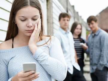 Cyber-bullying, teens at risk - cyberbullismo, cybermobbing, Harcèlement sur Internet