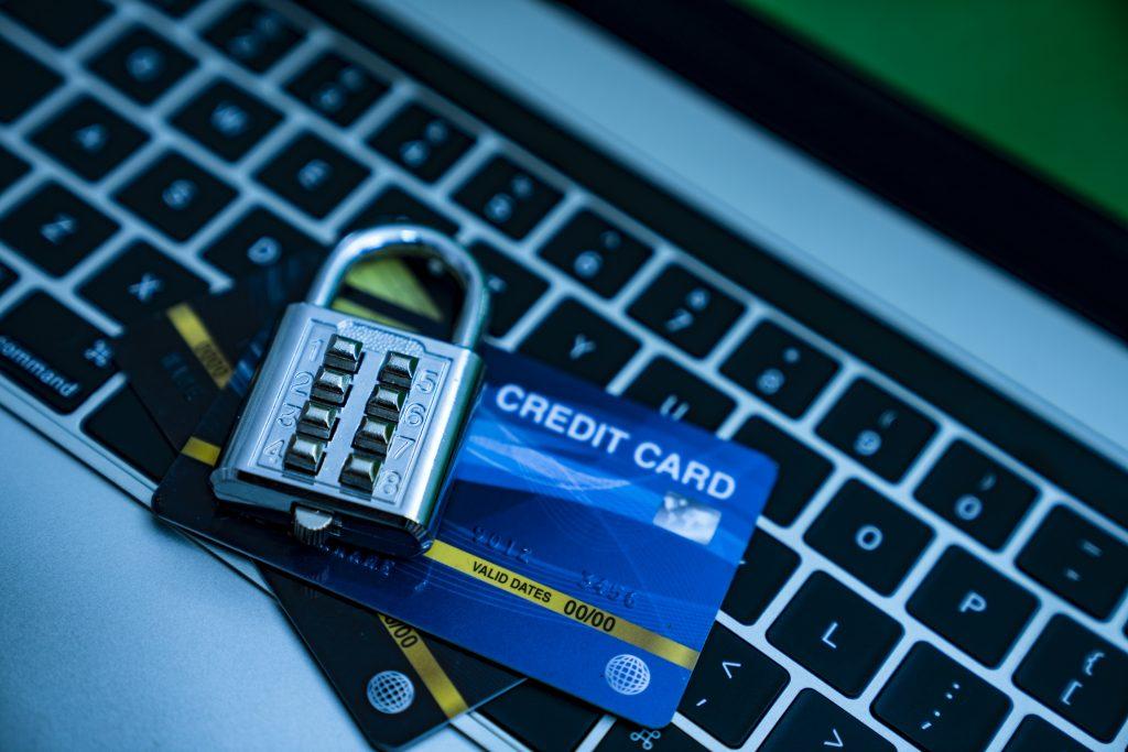 Schieben Sie Kreditkarten- und Identitätsdiebstahl den Riegel vor